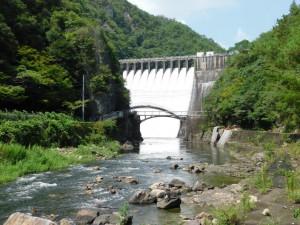 19-左岸下流から見たダム