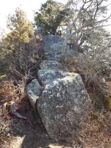 7-頂上手前の大岩