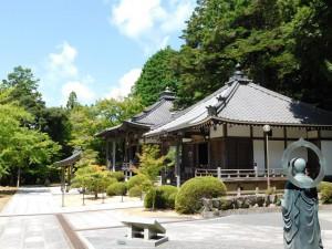 13-花山法皇殿(奥)と瑠璃光殿(手前)