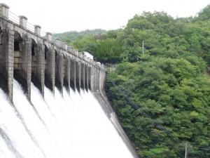 8-右岸から見たダム